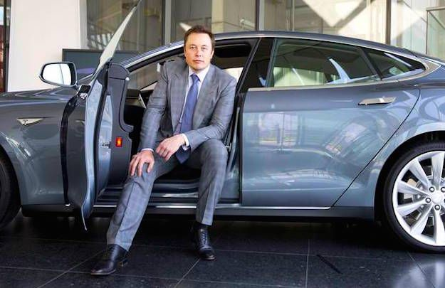 Direction restructurée et production rationalisée — Tesla