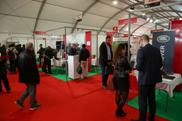 Les groupes de distribution en force au salon de l 39 emploi for Garage speedy paris