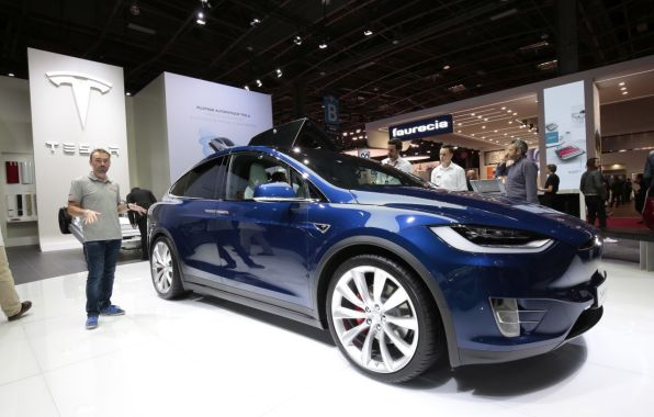 3/4 avant tesla model x mondial auto paris 2016