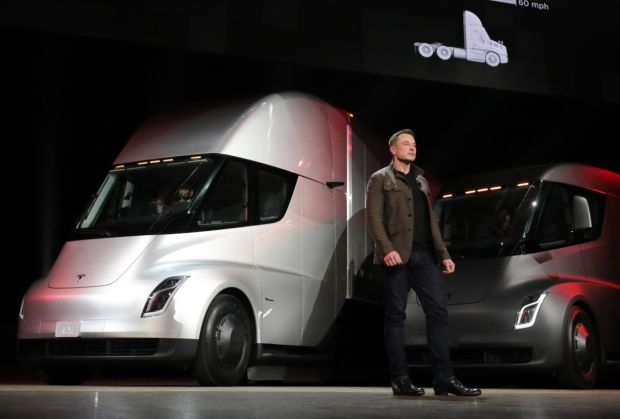 tesla produira son camion lectrique en 2019 l 39 argus pro. Black Bedroom Furniture Sets. Home Design Ideas