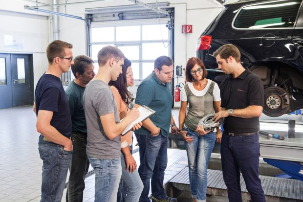 ZF Services Equipment Manufacturer Training r & # xe9; preparation
